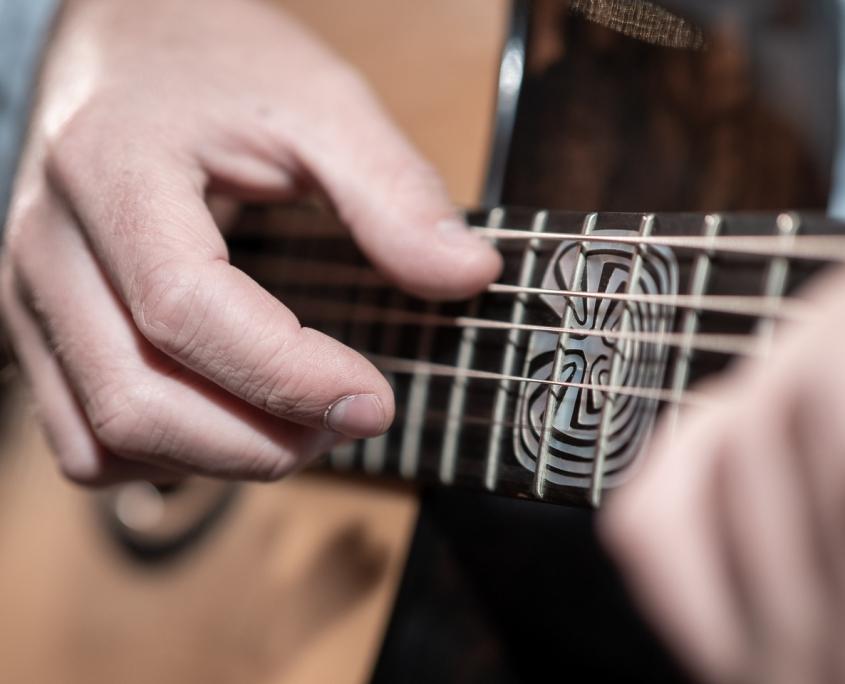Heiner Dreizehnter Gitarre © Volker Lesch - Alpenland Fotografie